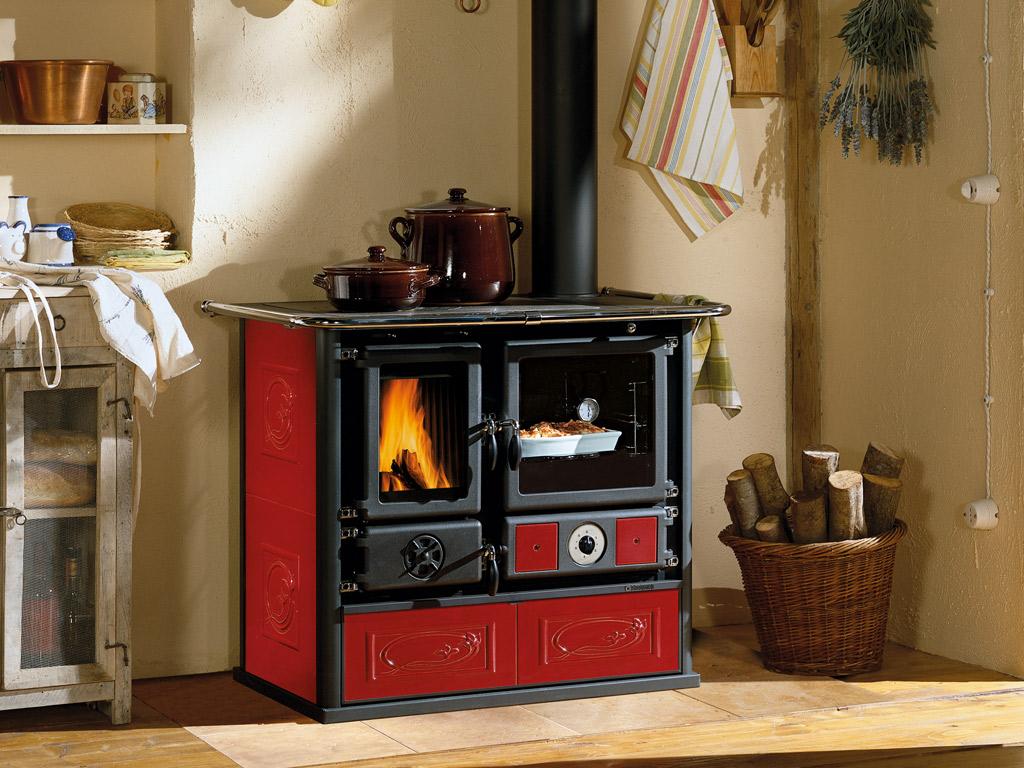 Termocucina a legna cucina idro termorosa dsa la nordica in maiolica e ghisa foligno brigo - Radiatore per stufa a legna ...